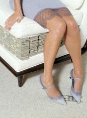 Опрос показал, что во всемогущество денег больше всего верят те, у кого их нет...